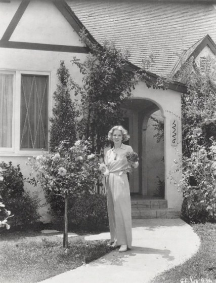 Glenda Farrell at home with Tea Roses - 1936